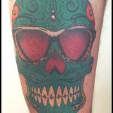 Crazy Colors-Tattoo Oberschenkel - Candsyskull Nerd colorwork