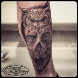 Tattoo Bein- Zombieeule black and grey- Teil eines Sleeves