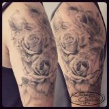 Tattoo Oberarm- real. Rosen black and grey